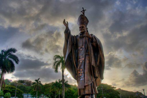 Santo Papa as Juan Pablo Dos Monument